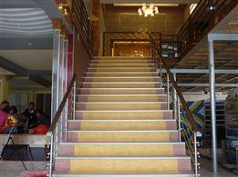 Hoàn thiện nẹp chống trơn cầu thang